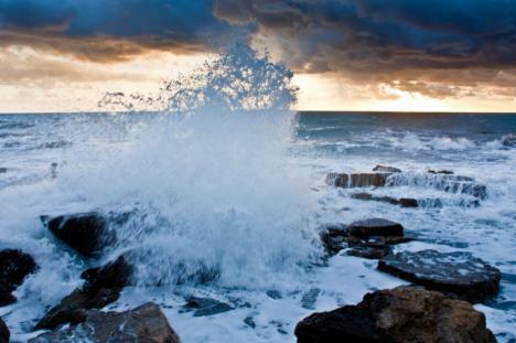 Protección Civil y Emergencias alerta por temporal marítimo en las costas del norte peninsular y vientos fuertes en las islas Canarias y noreste peninsular