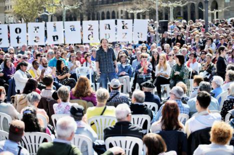 """Iglesias: """"Si gobernamos, los bancos van a devolver euro por euro a las familias"""""""