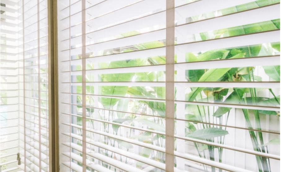 Estores: clases, tejidos y diseños; cuales elegir para vestir las ventanas